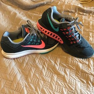 NIKE Zoom Structure 18 - size 8.5